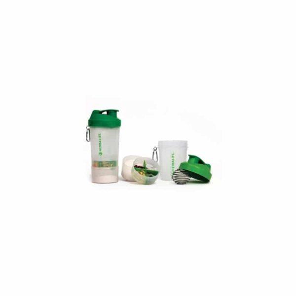 Super Shaker Herbalife Super Shaker zrewolucjonizuje sposób, w który przyżądzasz swój koktajl Formuła 1 Herbalife! Kompaktowy zestaw przydatnych akcesorii Herbalife. Dzięki niemu zaoszczędzisz czas podczas przygotowania posiłków! Ułatwisz dawkowanie tabletek! Zapas koktajlu możesz zabrać ze sobą wszędzie bez konieczności noszenia dużego opakowania. Innowacyjna kulka mieszająca - wrzuć ją przed rozpoczęciem mieszania a będziesz się rozkoszować delikatnym i kremowym koktajlem! 2 dodatkowe pojemniczki - po prostu dokręć je do dna shakera i trzymaj wszystkie swoje niezbędne produkty w jednym miejscu! ✔ Pojemnik z podziałką posłuży Ci do posegregowania swoich tabletek. ✔ W drugim będziesz mógł trzymać proszek na kolejną porcję koktajlu! Pojemność 400 ml
